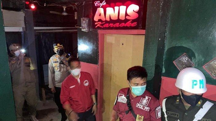 Tempat hiburan malam (THM) di Kabupaten Bekasi, terpaksa ditutup petugas saat operasi penegakkan pemberlakukan pembatasan kegiatan masyarakat (PPKM), Sabtu (27/3/2021) malam.