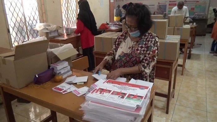 VIDEO KPU Kota Tangsel Libatkan 22 Tenaga Pelipat Surat Suara untuk Pilkada 2020