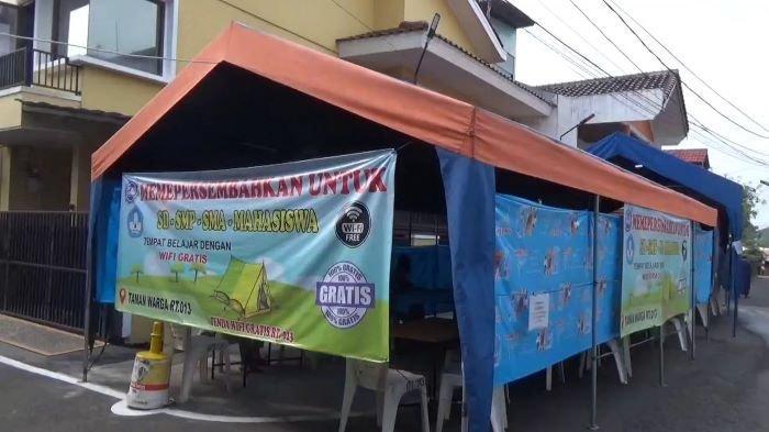 Di Pondok Kelapa Jakarta Timur Ada Tenda WiFi Gratis untuk Anak-anak Sekolah