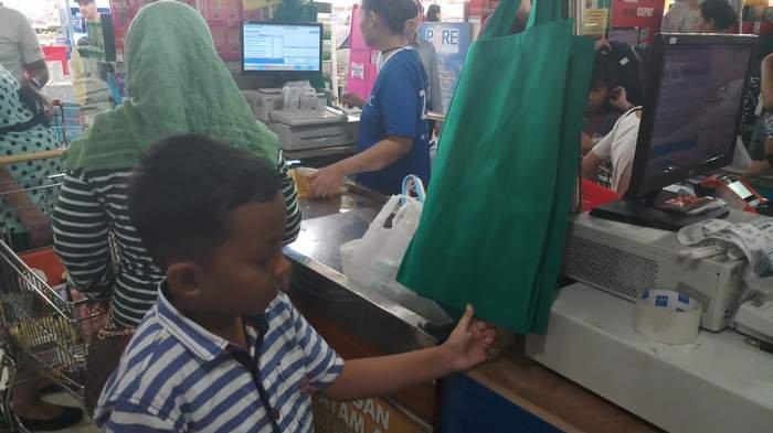 BERITA FOTO: Supermarket Gencar Terapkan Kantong Plastik Go Green, Ini Kata Konsumen