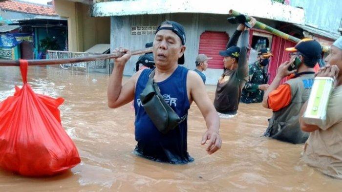 Banjir di Karawang Meluas Hingga ke 30 Desa di 17 Kecamatan, 3.396 Orang Mengungsi Satu Meninggal