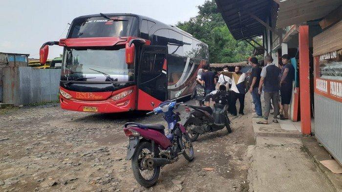 VIDEO: Sudah Dilarang Mudik, Bus di Terminal Bayangan Tangerang Masih Angkut Penumpang