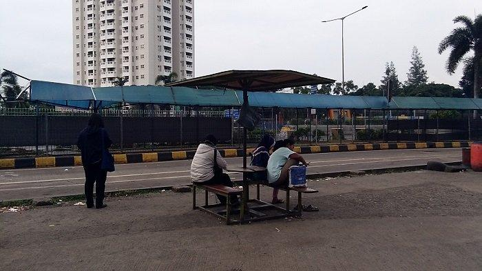 Tidak Layani Bus Serang, Terminal Bayangan Tol Kebon Jeruk Sepi Bak Kuburan