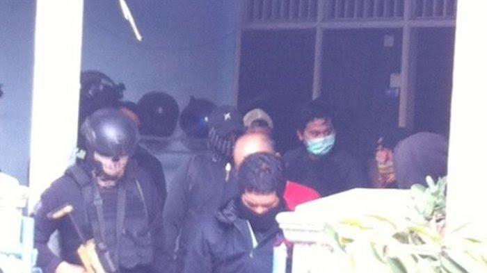 Terduga Teroris yang Ditangkap di Bekasi Sempat Menjadi Penjaja Sosis