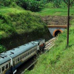 Angkernya Terowongan Kereta di Jawa