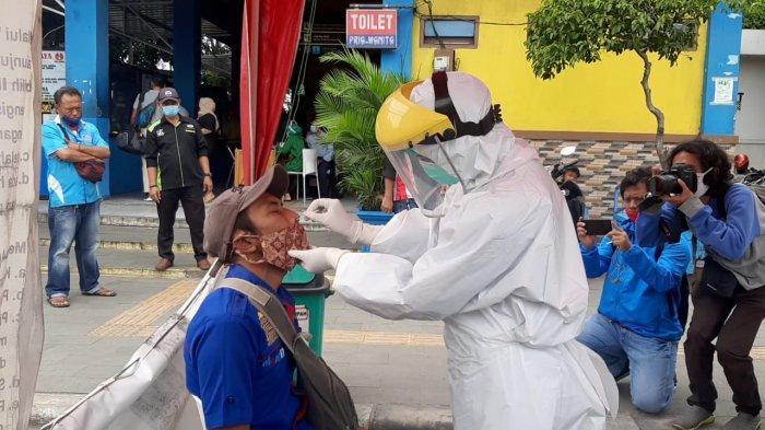 Pemudik yang Tiba di Terminal Pulogebang Diwajibkan Rapid Tes Antigen