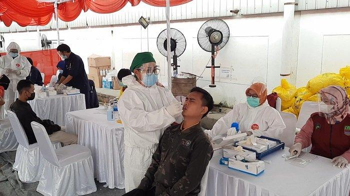 Tes Swab Antigen di Jalur Penyekatan Bekasi Karawang, 7 Pemudik Positif Virus Corona