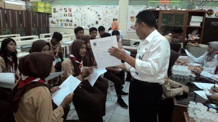 BNNP DKI Lakukan Tes Urine Ratusan Siswa SMPN 181 Jakarta