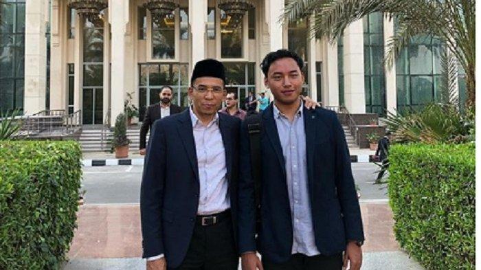 TGB Zainul Majdi dan Putranya Bergaya di Depan Organisasi Mata Elang Kairo Mesir