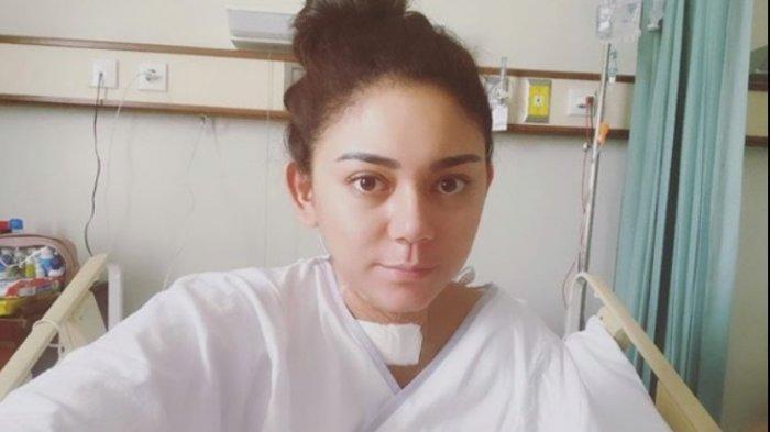 Thalita Latief ketika berjuang sembuh dari tumor tiroid.