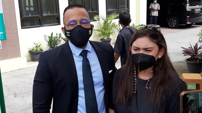 Thalita Latief hadir di sidang perdana gugatan cerainya terhadap Dennis Lyla di Pengadilan Agama Jakarta Pusat, di kawasan Rawasari, Jakarta Pusat, Kamis (1/4/2021).