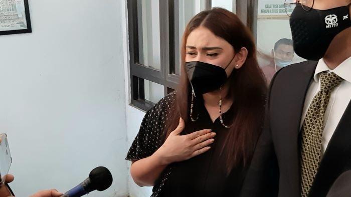 Thalita Latief dan Dennis Lyla Ketemu di Pengadilan Agama Setelah 3 Tahun Pisah Rumah, Ngotot Cerai!
