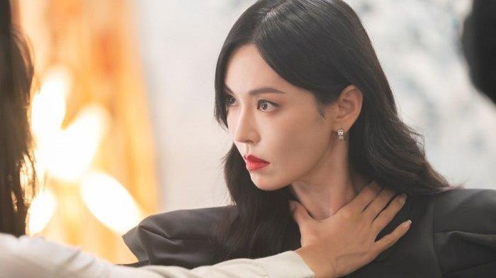 Lee Ji Ah dan Kim So Yeon Perang Dingin dalam Drama Korea The Penthouse 3