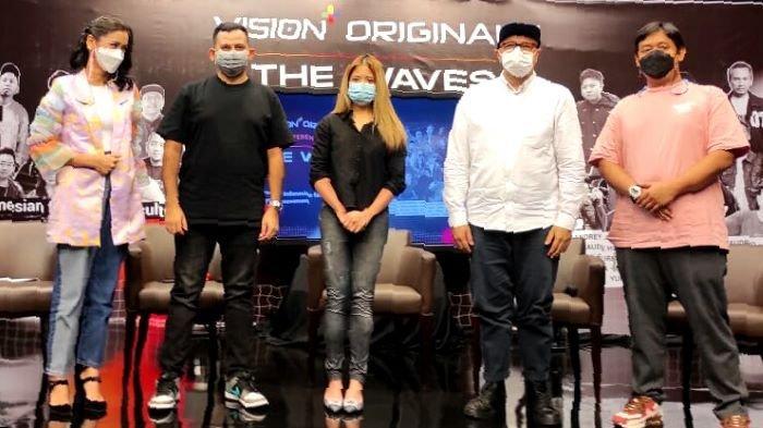 Vision+ dan USS Networks membuat konten video original The Waves sebagai upaya untuk mengenalkan sejarah fashion Indonesia.