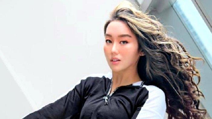 Ticya Fang Ikut Melepas Puteri Indonesia 2020 Roro Ayu Maulida Putri ke Ajang Miss Universe
