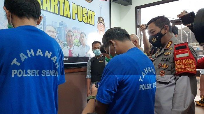 Tiga calo rapid test Covid-19 di Stasiun Senen, Jakarta Pusat yang sediakan jasa pembuatan surat keterangan bebas influenza berhasil diringkus Polsek Senen, Sabtu (19/12/2020).