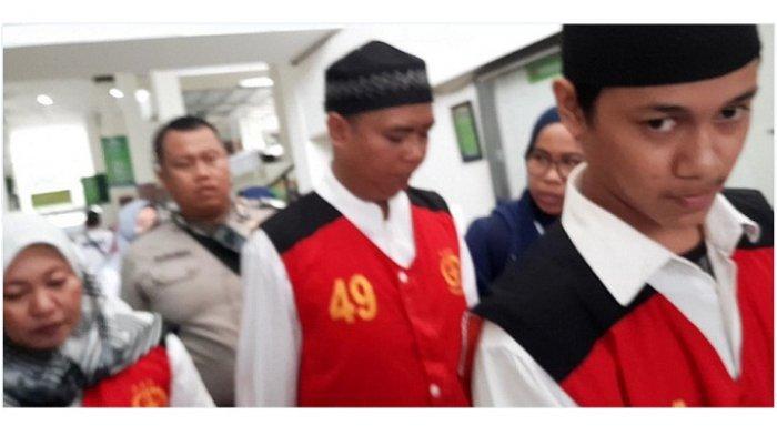TUJUH Terdakwa Kasus Pembunuhan Ayah dan Anak Disidang, Dua Tersangka Lagi Masih Buron