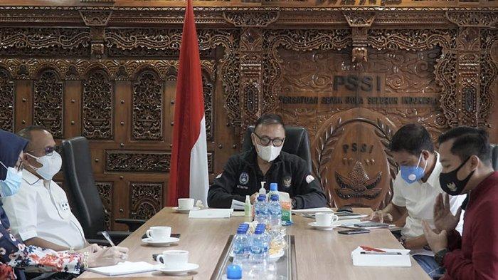 Tim Ad Hoc P3N sedang rapat dengan Ketum PSSI membahas implementasi dari Inpres tersebut