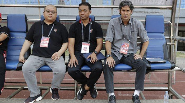 CEO Bali United Yabes Tanuri (kiri), Asisten Pelatih Eko Pujrianto dan Pelatih Stefano Cugurra