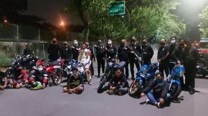 Tim Pemburu Preman Polres Metro Jakarta Barat ringkus tujuh pemuda yang gelar balap liar di Kembangan, Jakarta Barat pada Kamis (12/11/2020)