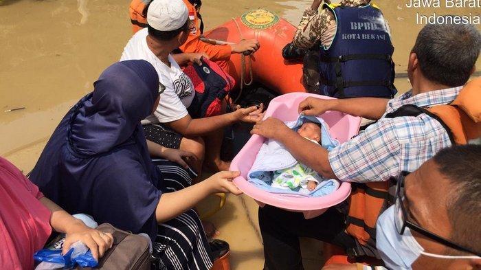 Tim Rescue Basarnas Evakuasi Korban Banjir di Bekasi, Hendra: Hanya Lima Warga di Villa Nusa Indah