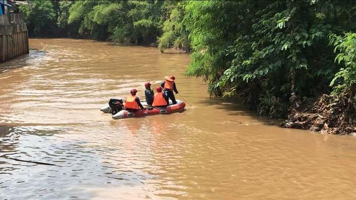 Seorang Bocah Tenggelam di Kali Pesanggrahan Belum Ditemukan, Warga Menduga Ada Hal Mistis