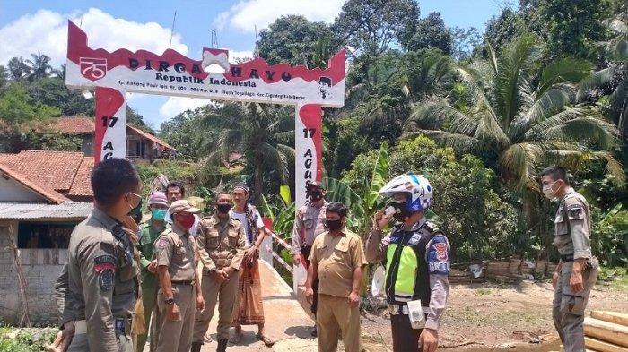 Aparat gabungan dari Tim Satgas Covid-19 menggelar operasi yustisi bagi pelanggar protokol kesehatan di Kecamatan Cigudeg dan Cibumbulang, Kabupaten Bogor pada Rabu (30/9/2020).