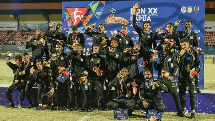 Pelatih Eduard Ivakdalam Dari Awal Yakin Tim Sepak Bola Putra Papua Bisa Rebut Medali Emas