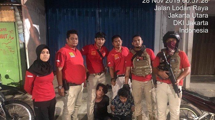 Tim Tiger Alpha Polres Jakarta Utara Tangkap 2 Pemuda Kedapatan Bawa Golok