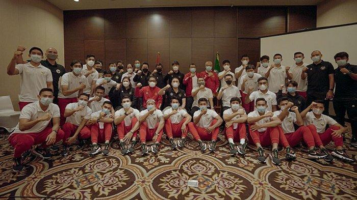 Ketum PSSI Mochamad Iriawan didampingi anggota Komite Eksekutif (Exco) Endri Erawan, Wasekjen Maaike Ira Puspita, Deputi Sekjen Bidang Bisnis Rudy Kangdra, Direktur Teknik Indra Sjafri, Manajer timnas Indonesia SEA Games 2021 Uden Kusuma, Ketua Komite Etik Bambang Usadi, dan Staf Khusus Arief Wicaksono melepas timnas ke Dubai