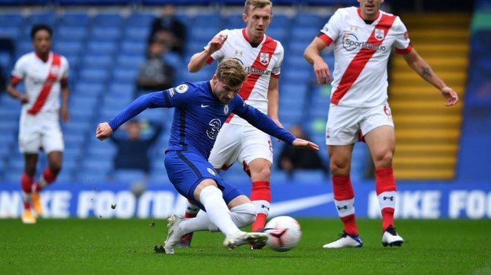 Timo Werner mengecoh pemain belakang Southampton sebelum mencetak gol