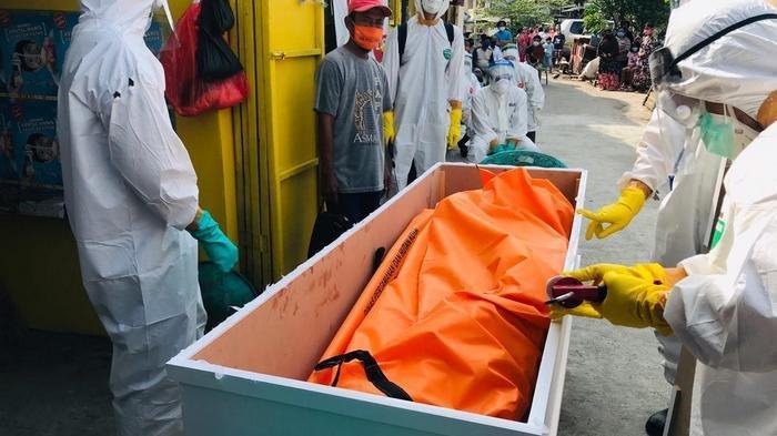 Timsus Pemulasaran Polda Metro Urus Jenazah Remaja Korban Covid-19 yang Meninggal di Rumah