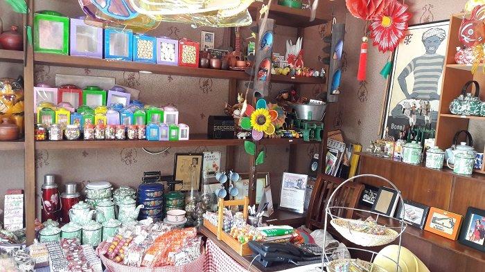 Generasi 90an Wajib Mampir ke Toko Ini, Cokelat Payung dan Permen Karet Yosan Paling Top