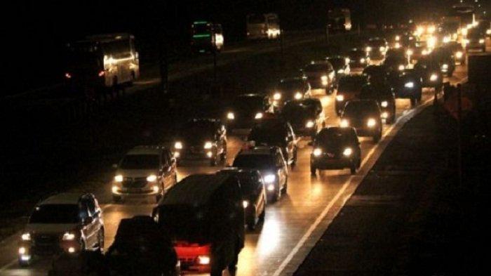 Tol Japek Hanya Satu Arah Jakarta dan Arah Cikampek Dialihkan Lewat Jalur Arteri