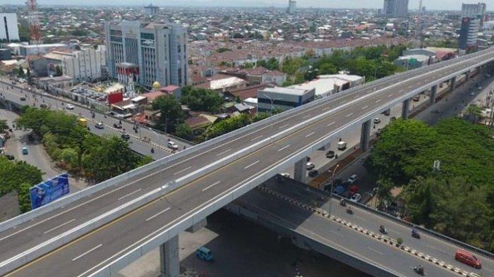 Jalan tol layang pertama di luar Pulau Jawa, yakni Jalan Tol Layang Andi Pangeran (AP) Pettarani atau dikenal sebagai Jalan Tol Ujung Pandang Seksi 3, Makassar.
