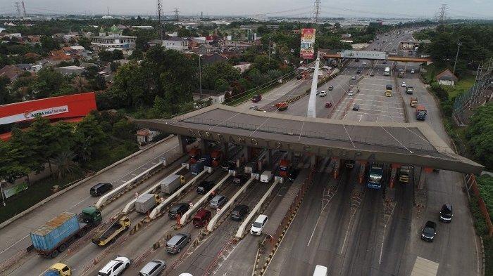 Akibat Mengantuk Sopir Truk Kontainer Tabrak Mobil PJR yang Parkir di Ruas Tol Tangerang Merak