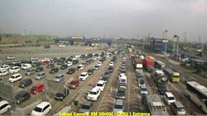 Kepadatan Gerbang Tol Cikarang Utama Tidak Kenal Hari Kerja atau Hari Libur