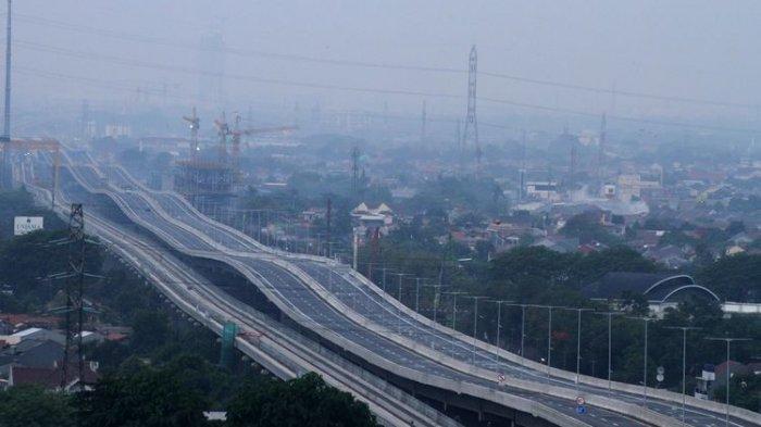Pengendara Diminta Waspada Angin Kencang di Jalan Tol Layang Jakarta-Cikampek