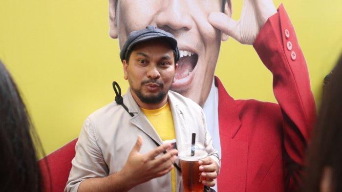 Tompi disela jumpa pers film Pretty Boys, film pertama garapannya sebagai sutradara, di Bioskop XXI Epicentrum Walk, Jalan HR Rasuna Said, Kuningan, Jakarta Selatan, Senin (16/9/2019).