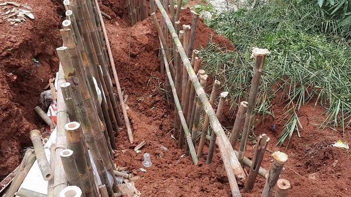 Dilanda Hujan Deras, Lahan Makam Khusus Covid-19 TPU Jombang Ciputat Longsor