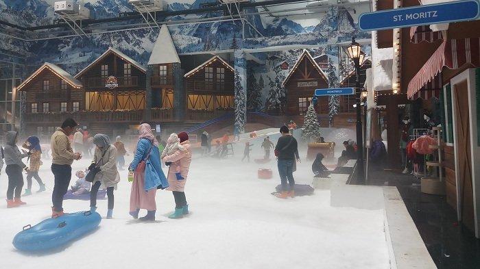 Serunya Main Salju di Bekasi, Merasakan Hujan hingga Berseluncur Seperti di Luar Negeri