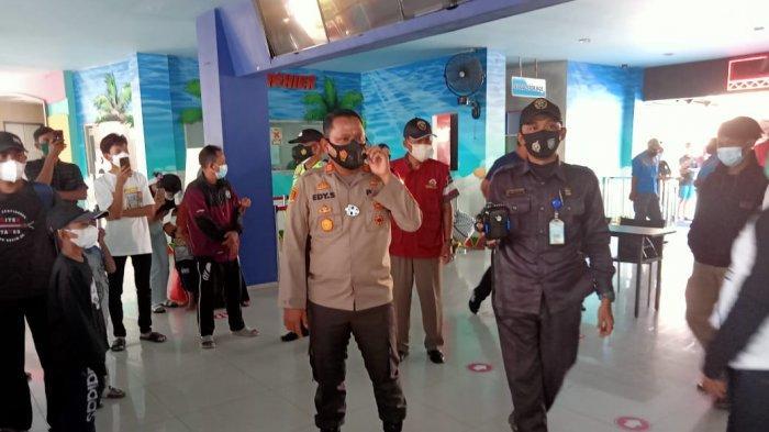 Polisi Bubarkan Pengunjung di Transera Waterpark Bekasi karena Instruksi Pemerintah Pusat