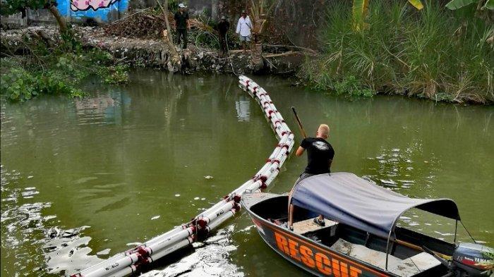Trash Booms Dikampanyekan Sebagai Upaya Menyelamatkan Jalur Air Terpenting di Bali dari Sampah