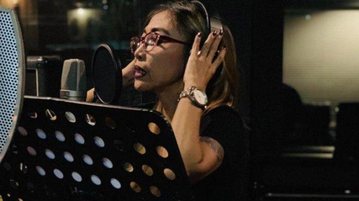 Grup Vokal 7 Bintang + Vina Panduwinata Nyanyikan Lagu Baru, Trie Utami Ditugasi Jadi Vocal Arranger