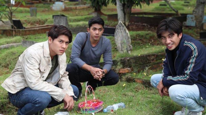 Rizky Billar, Harris Vriza dan Ady Sky yang dikenal sebagai Trio Gesrek ketika bermain serial Jodoh Wasiat Bapak Babak 2. Serial Jodoh Wasiat Bapak Babak 2 mulai tayang di ANTV, Jumat (5/2/2021).