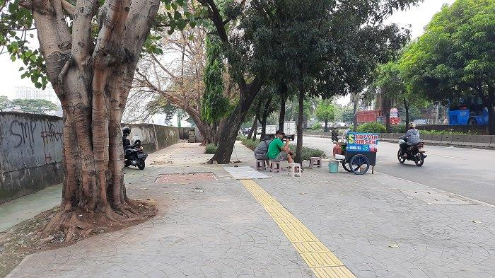 Protes Trotoar Daan Mogot Cengkareng Kerap Dijadikan Tempat Kencan Waria PSK, Warga: Bikin Risih!