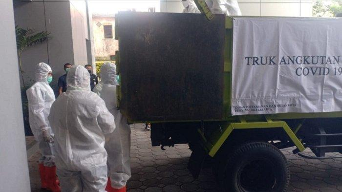 Dinas Pertamanan dan Hutan Kota DKI Jakarta melakukan simulasi penggunaan truk sebagai alat pengangkut jenazah pasien Covid-19.