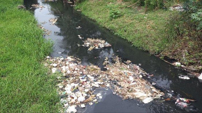 Antisipasi Genangan Air Saat Turun Hujan, Pemkot Depok Bersihkan Saluran Air dari Tumpukan Sampah