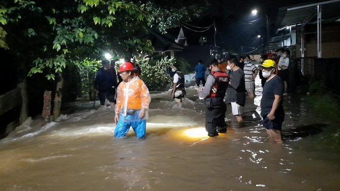 Turap Anak Kali Pesanggrahan Longsor, Perumahan Nerada Estate Ciputat Timur Kebanjiran
