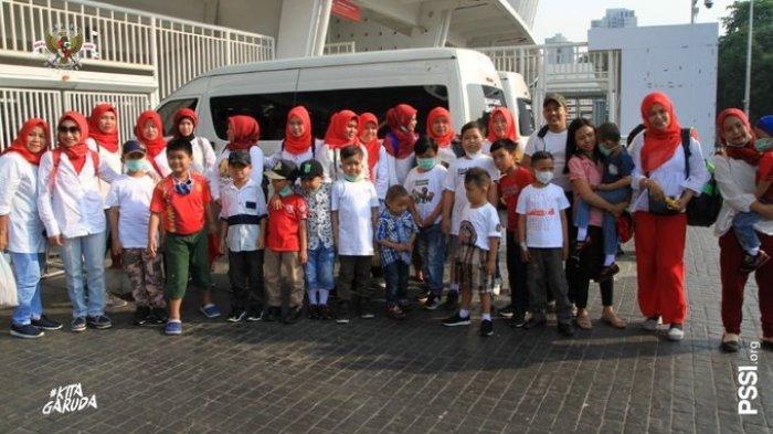 Sejumlah Anak Dapat Kesempatan Jadi Pendamping Timnas U-19 Indonesia